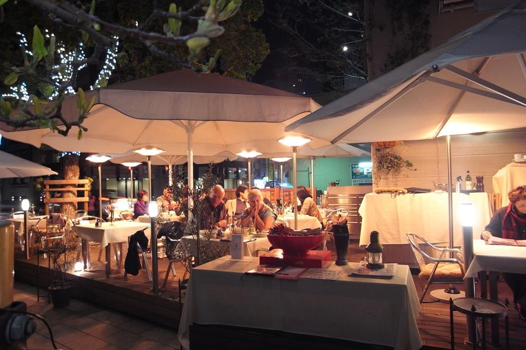 夕暮れのカフェテラス