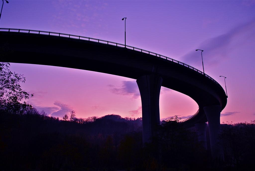 夕暮れのループ橋