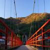 あゆのつり橋から望む晩秋の矢祭山