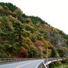 秋の藤衣岩と矢祭大橋