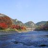 久慈川河畔の紅葉と矢祭山の奇岩群