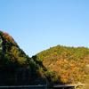沈む夕日に照らされる晩秋の大だるま岩