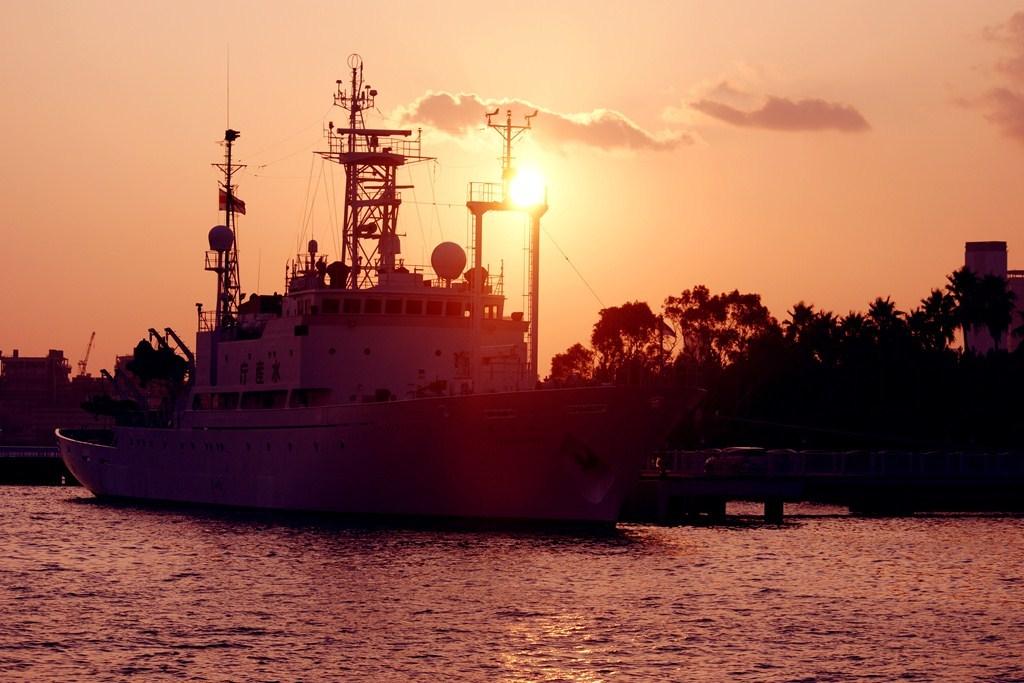 夕焼けだけ見せる船の美しさ