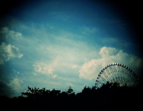 秋の空と観覧車