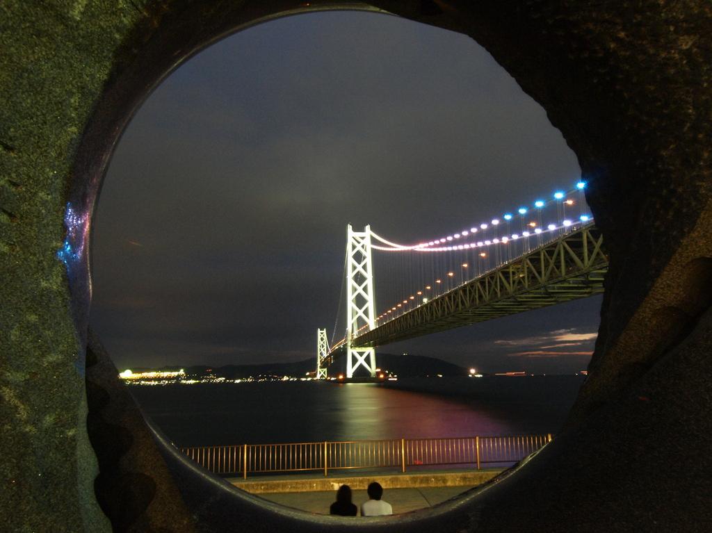 二人の架け橋・・・・・・  in  明石海峡大橋