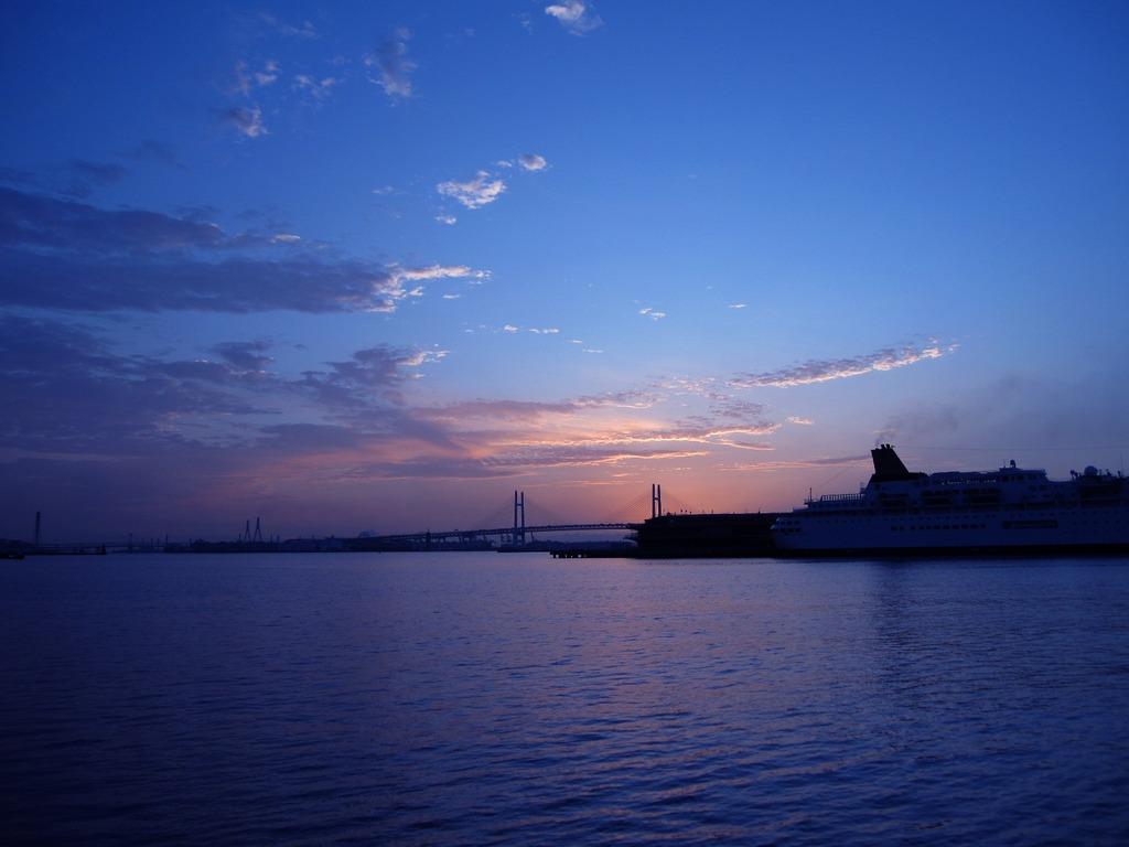 横浜の夜明け