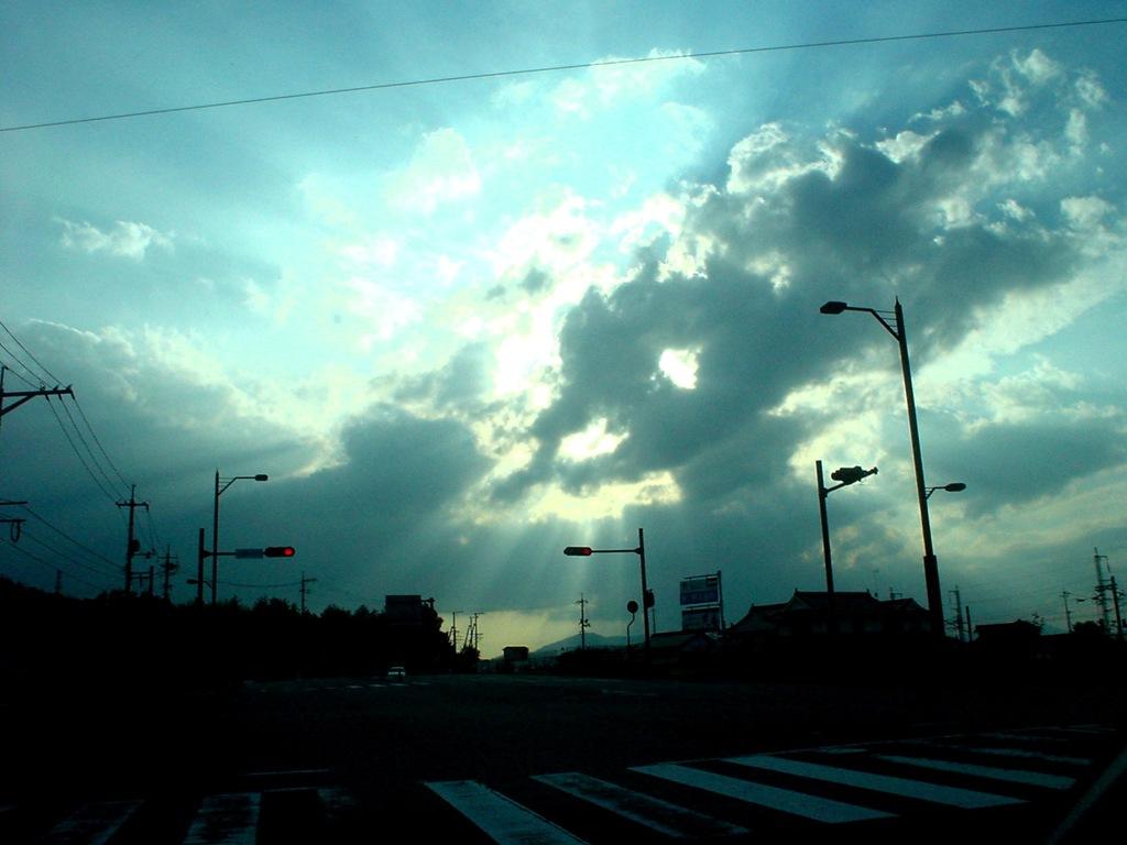 曇りのち...