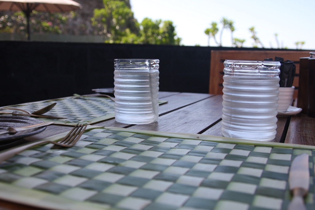 ブルガリ ランチョンマットとお水