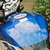 空のバイク。