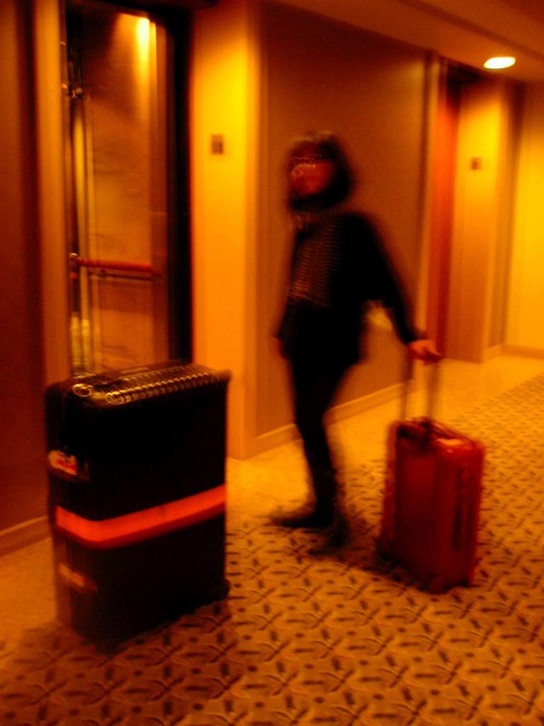 ホテルの静けさと絨毯