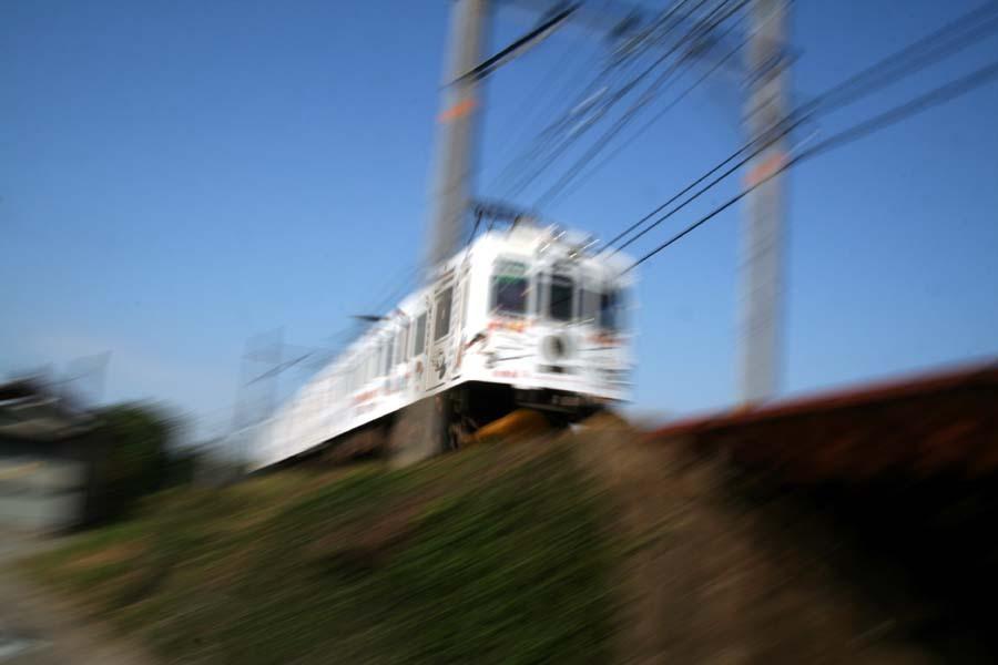 たま電車電柱通り抜け