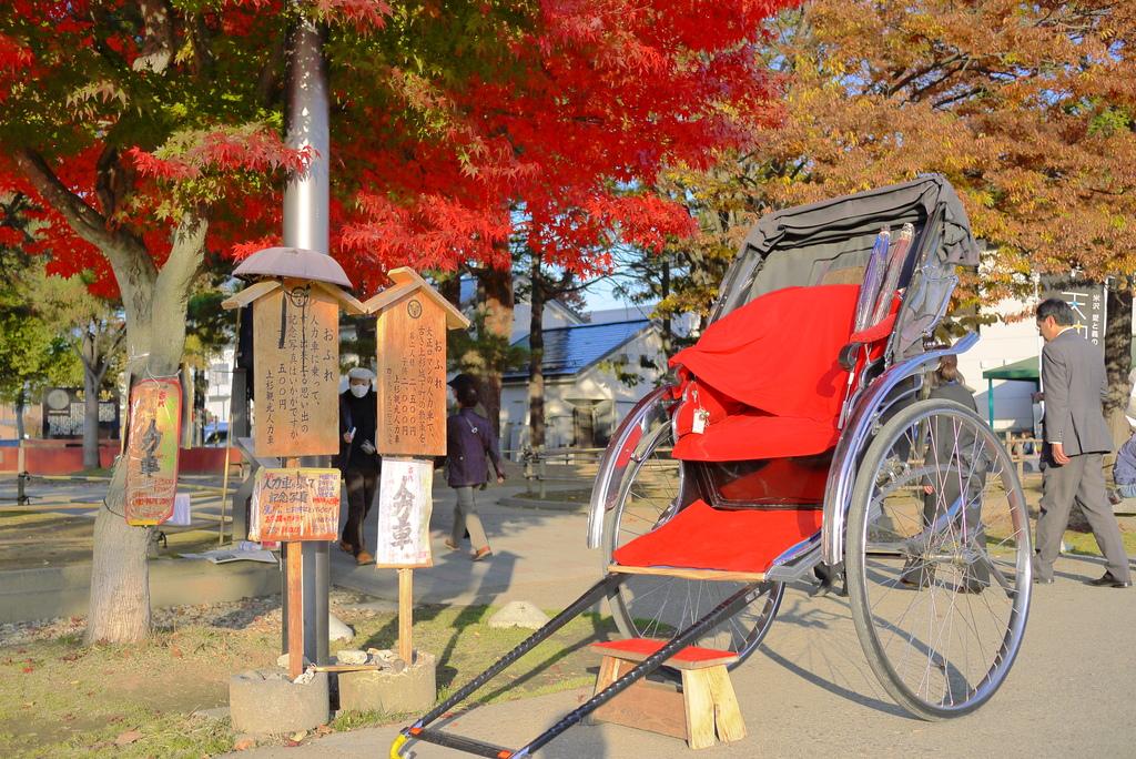 上杉神社の人力車