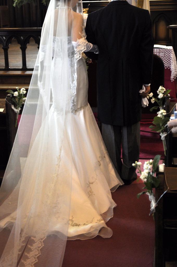 花嫁と父の後ろ姿