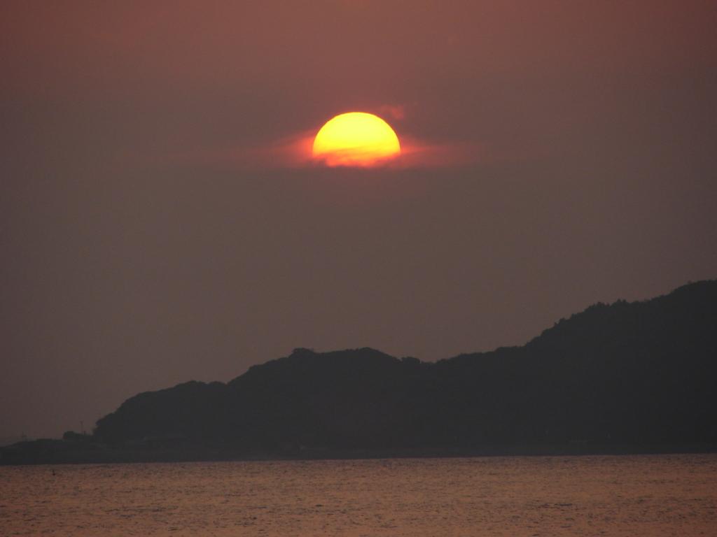 太陽は恥ずかしがり屋さんなんだって(DSC00410)