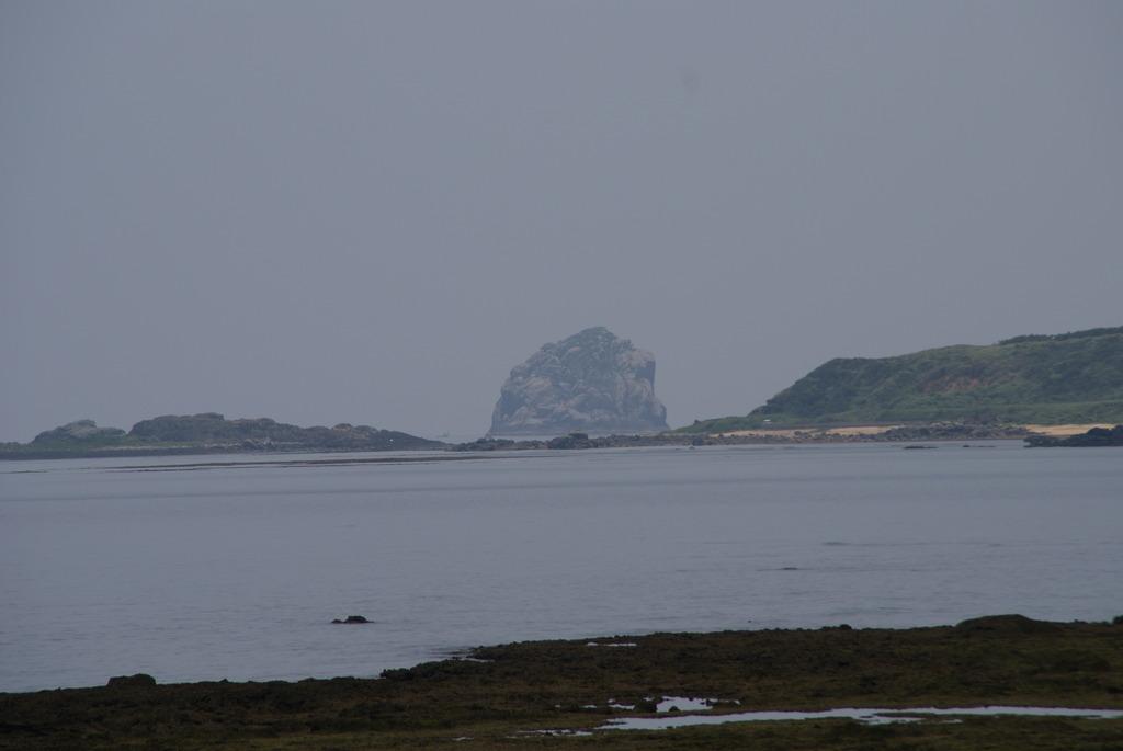トンバーラ岩