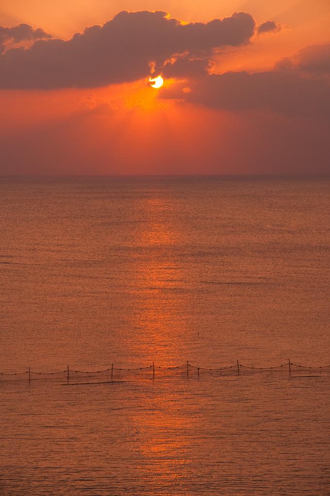 夕陽と海。