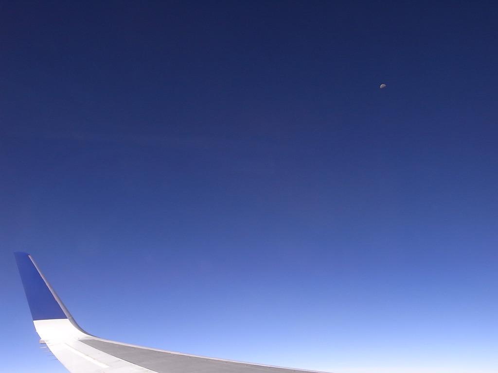 上空からの月