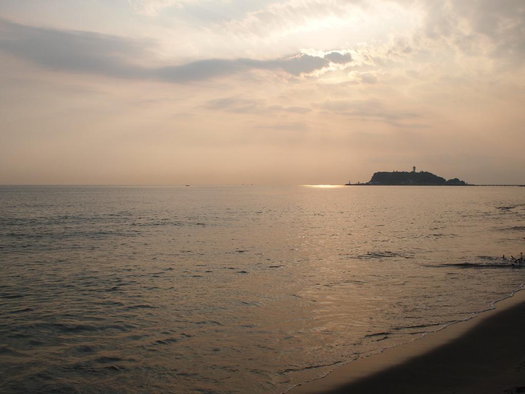 夕暮れ江の島