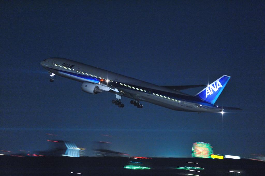 ANA B777-300@羽田空港