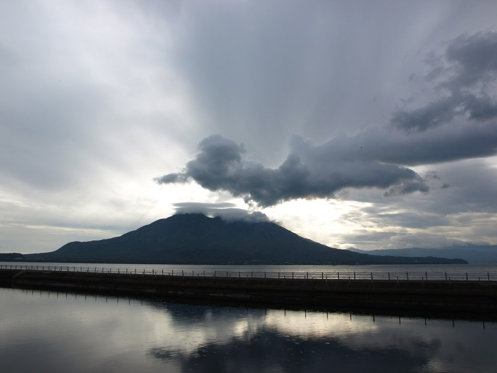 小雨舞う桜島