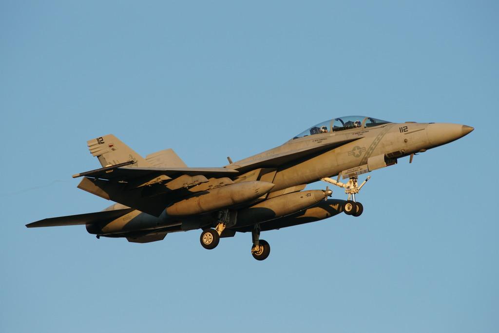 夕陽に染まるSuper-Hornet