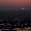 散居村に沈む太陽
