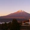 朝日に染まる富士