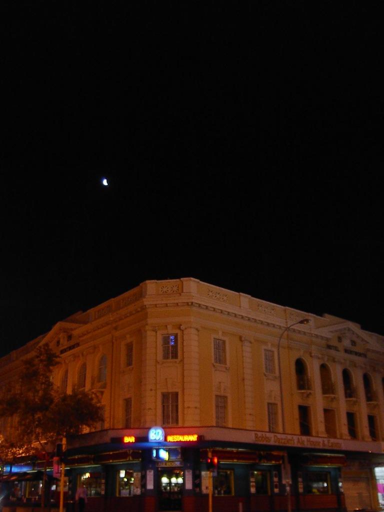 タバコ屋と月
