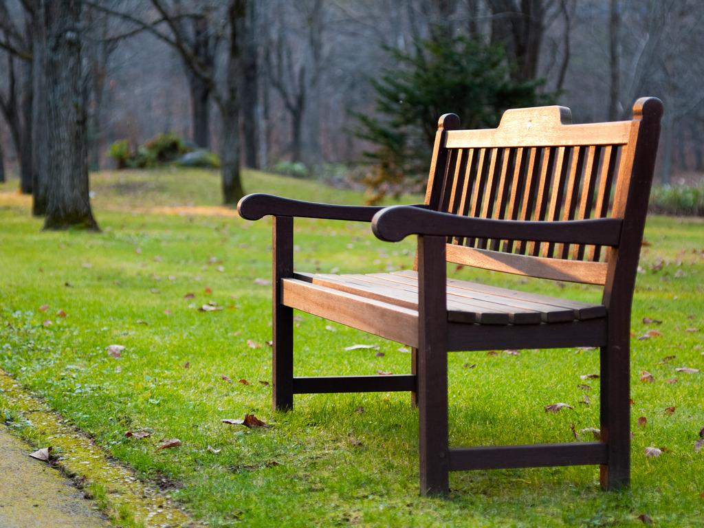 夕暮れのベンチ
