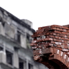 崩落を待つ煉瓦壁