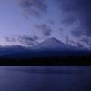 夜明け富士(河口湖畔より)