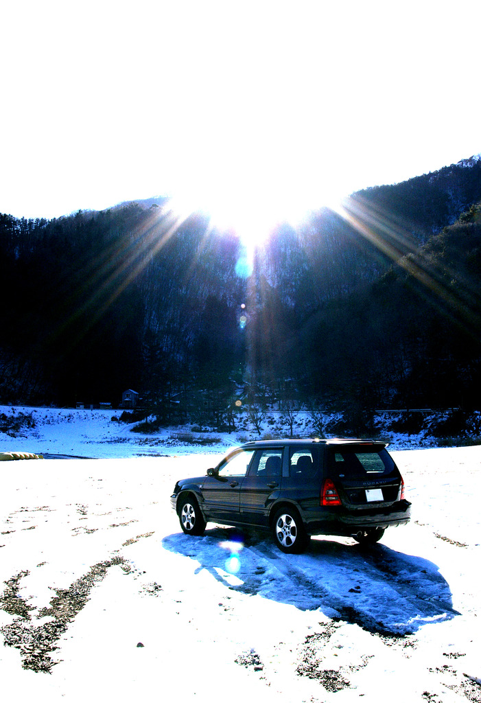 精進湖畔に車を止めて...
