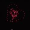ハート形の花火 の 中に ハート形の花火