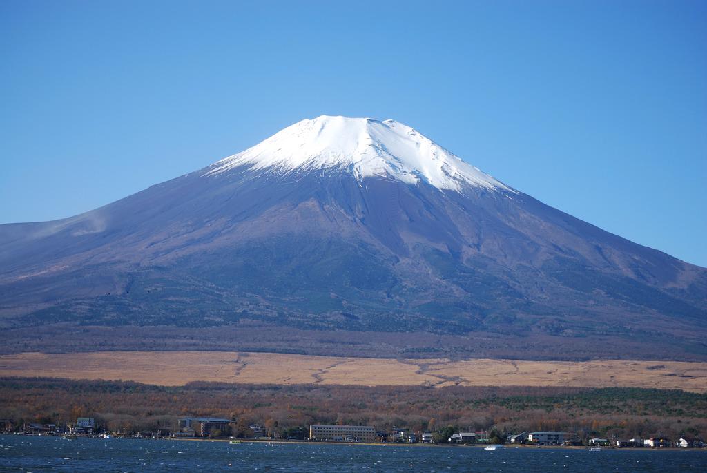 秋の青空と富士山