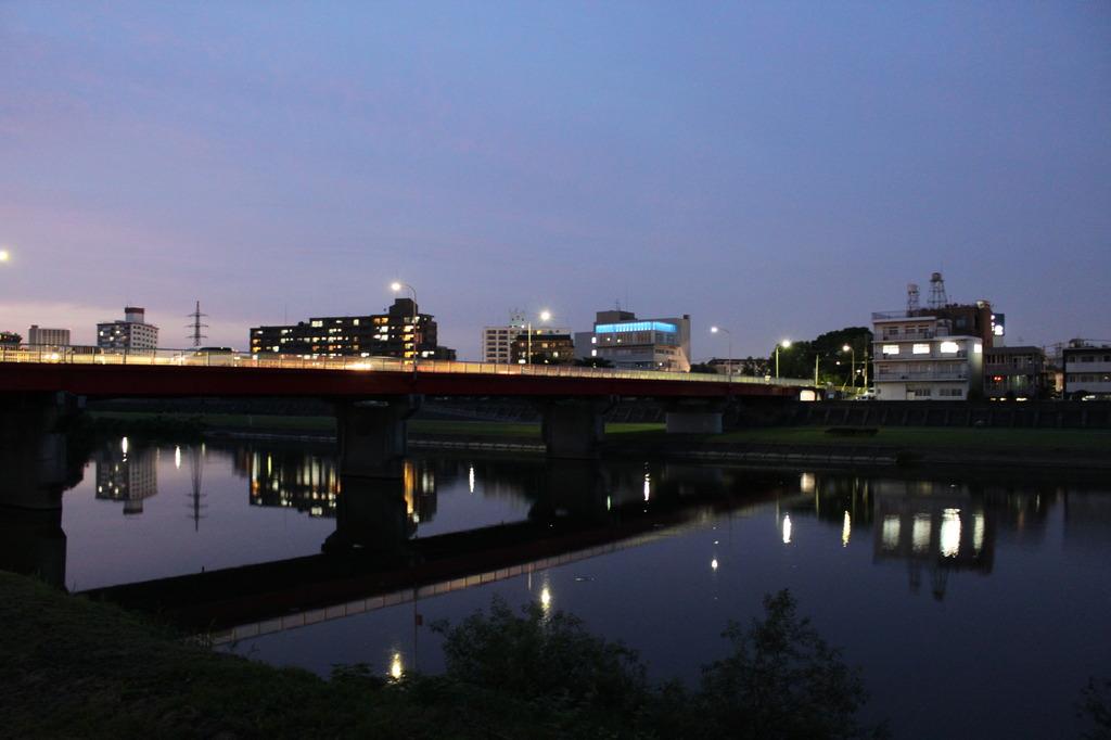 河川の夜景