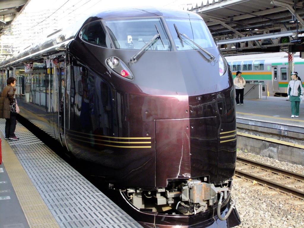 お召し列車 熱海駅にて 鉄道ファンではありませんが、思わず撮ってしまいました。   写真共有サイ