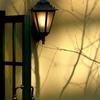 ランプのある壁