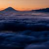 雲海たなびく夜明け