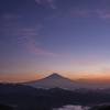 夜明けの富士を眺めて
