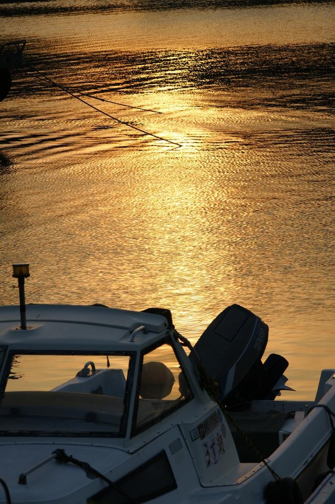 夕日とボート