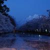 津軽富士飾りて