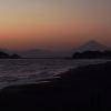 湘南海岸を見通す富士