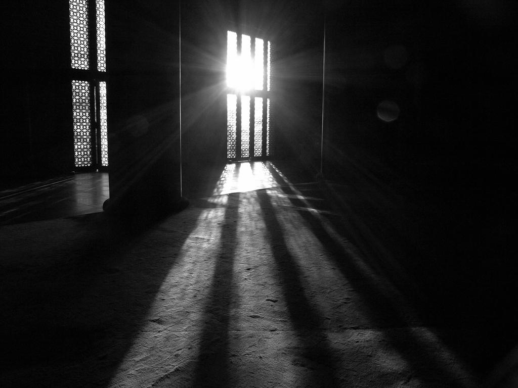増上寺に差し込む神々しい光