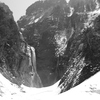 モノクロ称名滝-2