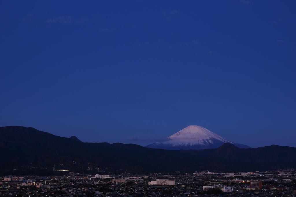 富士と小田原の町並み