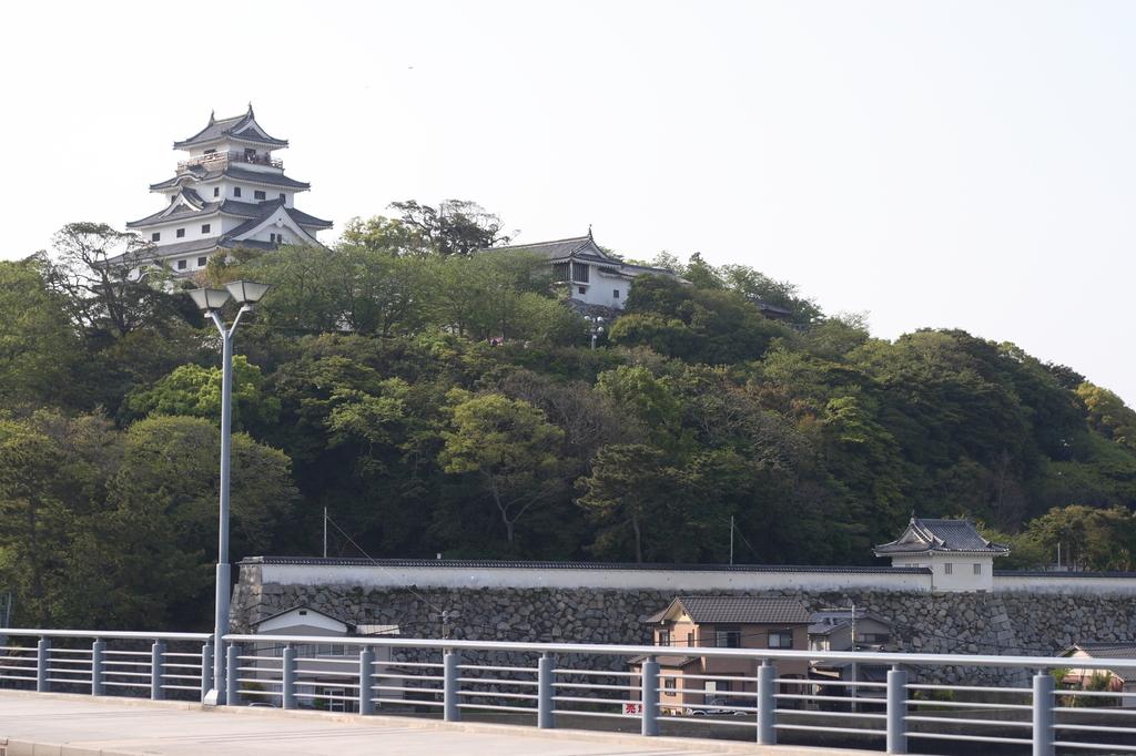 橋から見た唐津城