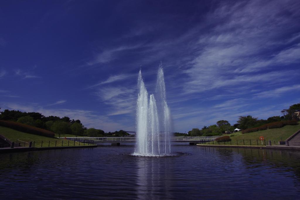 青空と噴水