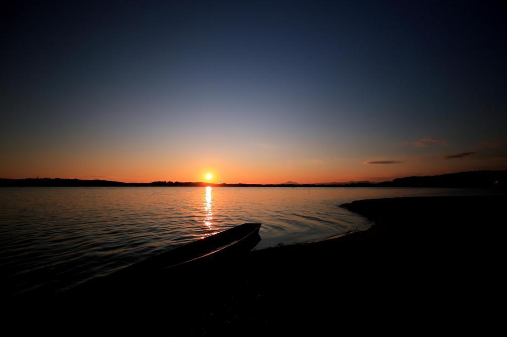 夕暮と湖畔のライン
