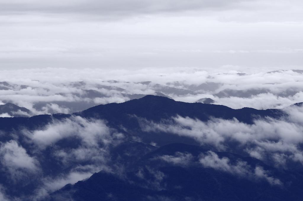 神宿る山々