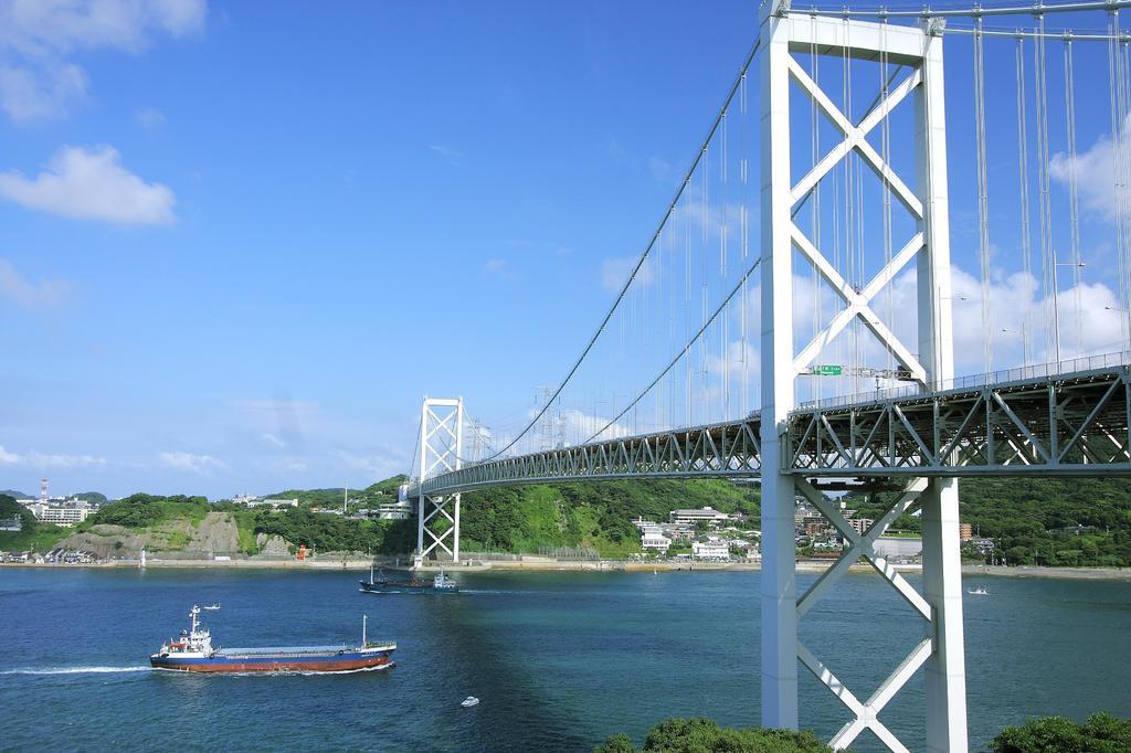 朝の関門橋2